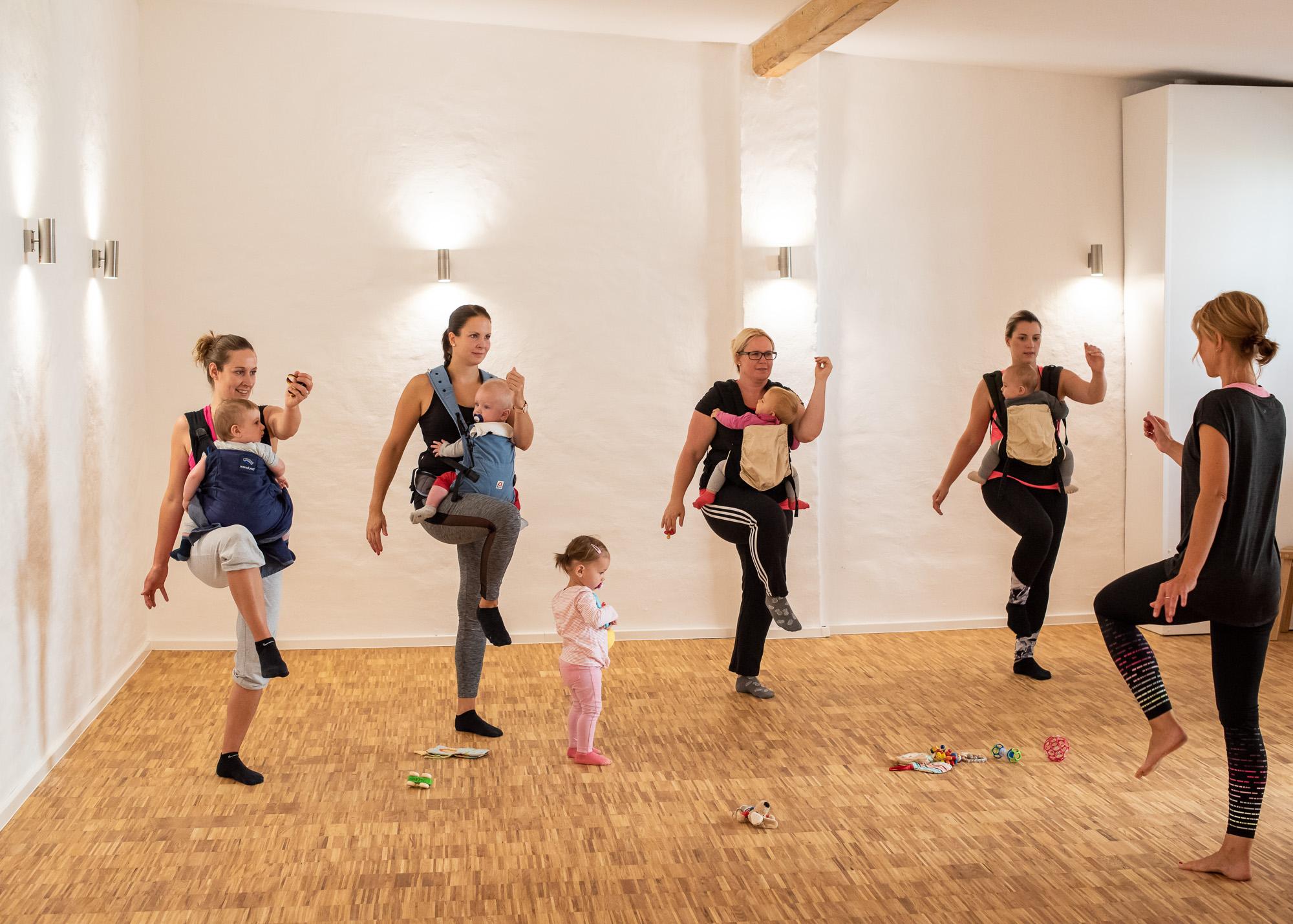 Sport mit Baby im Tuch oder in der Trage
